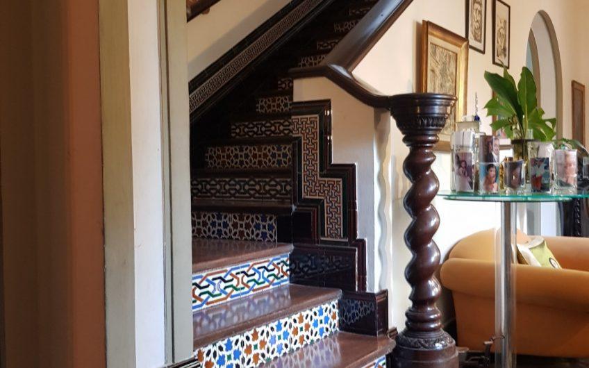 Casa de estilo,  ubicada en el corazón del Prado.