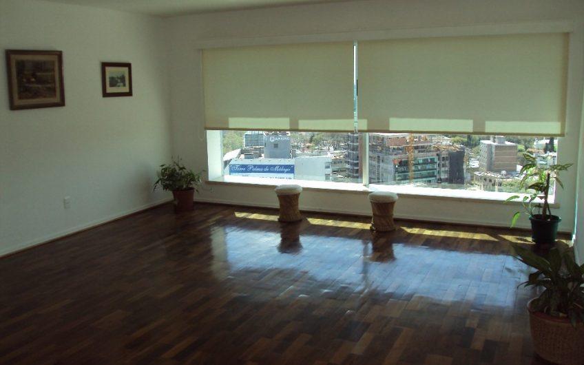 Vistas panorámicas, piso alto, con garaje y box.