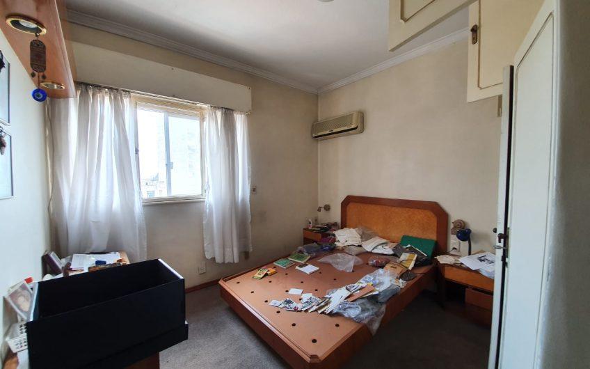 Edificio de estilo, piso alto, al frente, 3 dormitorios, 3 baños