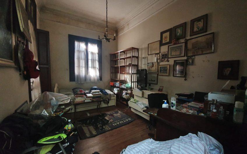 Casa de estilo, a pasos de Bulevar Artigas