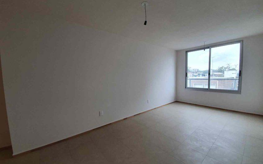 Apartamento de 2 dormitorios, con garaje, sobre Bulevar Artigas.